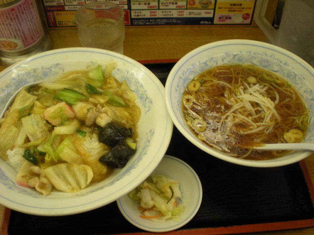 福しん 中華丼+おとも 001.jpg